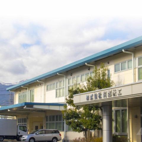 12月-吾妻山にも幾度となく雪が降り、麓にも風花がやってきそうな寒さの朝。